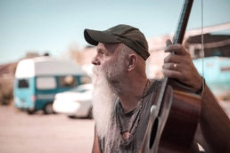 Seasick Steve playing a live acoustic session for Cardinal Sessions